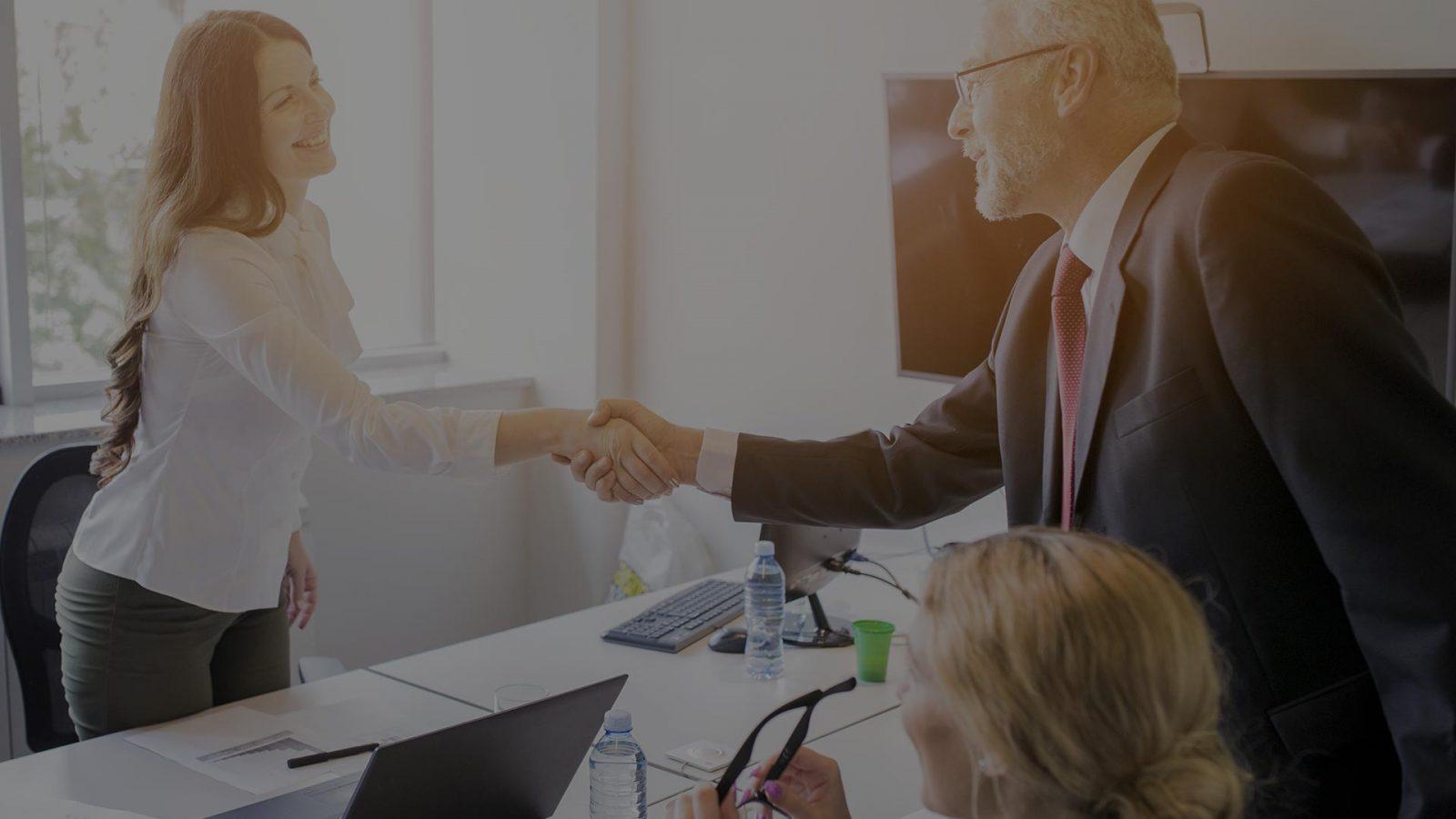 Аккредитив достигает своей цели путем замены кредита банка заказчика, с целью содействия и стимулирования торговли.